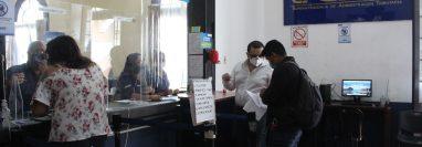 Tras tres años de no operar, la oficina de Correos y Telégrafos de Guatemala retorna a sus funciones con más de 27 mil paquetes en la Aduana de Fardos Postales. (Foto Prensa Libre: Esbin García)