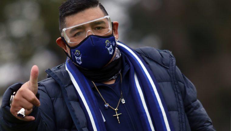 Diego Maradona en su regreso a los entrenamientos con Gimnasia y Esgrima La Plata. (Foto Prensa Libre: AFP)