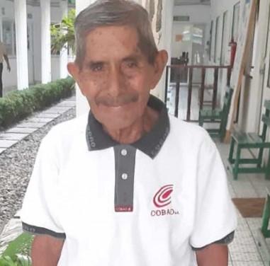 Estudiante de 80 años termina su bachillerato en México