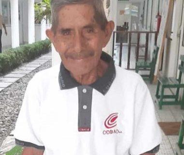 Adulto mayor se graduó del bachillerato a sus 80 años. Foto Prensa Libre: Cortesía.