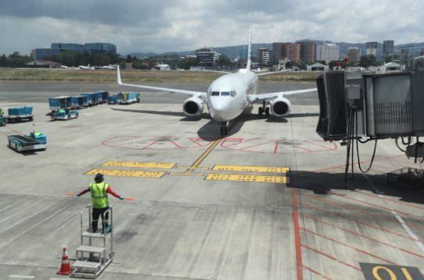Un guatemalteco que llegó de Estados Unidos es el tercer caso de coronavirus detectado en el Aeropuerto La Aurora