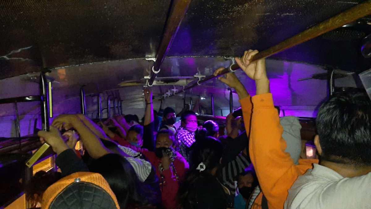 Interceptan autobús en Mixco, sobrecargado y sin cumplimiento de medidas sanitarias por el coronavirus