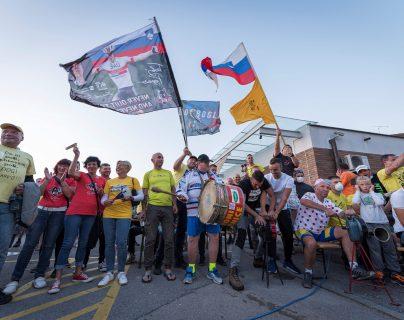 Celebración y sorpresa en la ciudad de Komeda por el éxito de Pogacar en el Tour