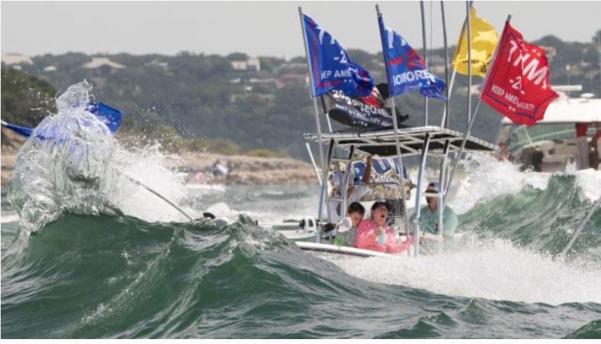 Se hunden al menos cuatro barcos en desfile de apoyo a Donald Trump