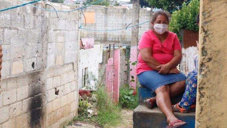 El uso de mascarilla es obligatorio en Guatemala como medida para frenar los contagios de coronavirus. (Foto Prensa Libre: Fernando Cabrera)