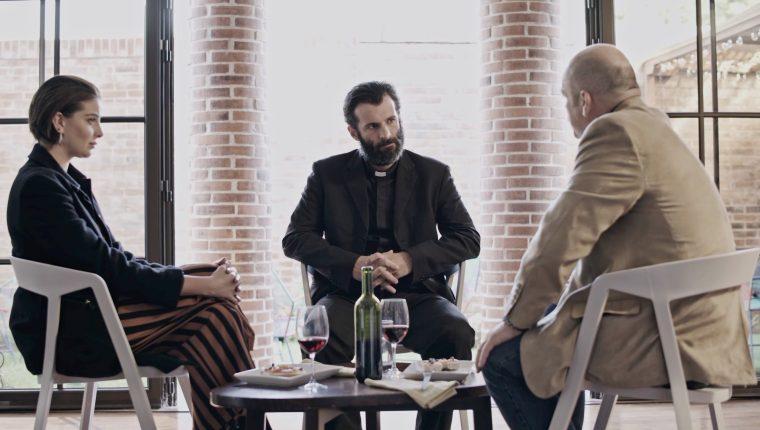 La película narra la historia de un sacerdote disidente quien conoce a dos mujeres que cambian su forma de vida. (Foto Prensa Libre: cortesía Juan Manuel Méndez).