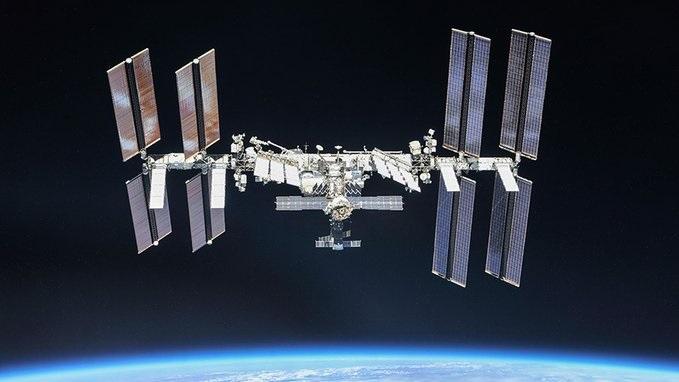 Estación Espacial Internacional desvía su órbita para evitar colisión con basura espacial
