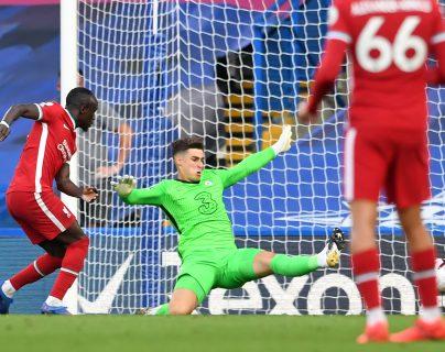 Sadio Mané anota el segundo gol en la victoria del Liverpool 2-0 sobre el Chelsea. Foto Prensa Libre: AFP