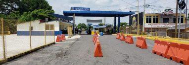 Las fronteras terrestres aún no reportan mucho movimiento migratorio luego de la reapertura.  En la foto el punto de Tecún Umán 1 (Foto, Prensa Libre: SAT).
