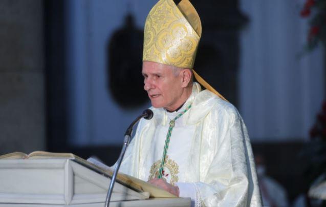 """""""A Dios rogando y con el mazo dando"""": Arzobispo metropolitano hace llamado a las personas para que se vacunen"""