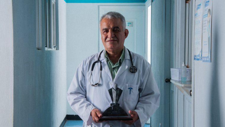 Juan de Dios González Martínez, de la Asociación Pro Bienestar de la Familia de Guatemala fue uno de los acreedores del Galardón al Trabajador 2020. Foto Prensa Libre: Cortesía.