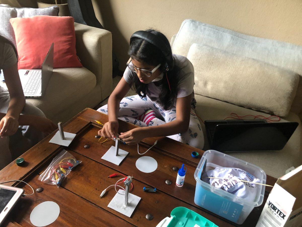Mujeres en Ingeniería: curso incentiva a continuar carreras científicas