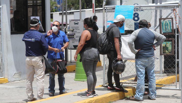 Guatemaltecos han iniciado sus actividades en medio de la pandemia por el covid-19. (Foto Prensa Libre: Hemeroteca PL)