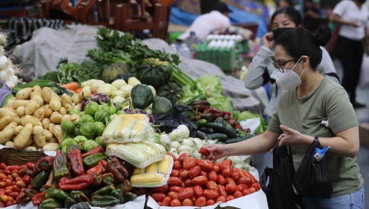 El costo de la Canasta Básica de Alimentos bajo en agosto, pero subió la inflación a 4.19% reportó el INE. (Foto Prensa Libre: Érick Ávila)