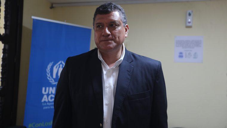El vicepresidente Eduardo Castillo, quien preside la Autoridad Migratoria Nacional, habla con Prensa Libre, después de la inauguración de albergue para solicitantes de asilo de la Iglesia Católica. (Foto Prensa Libre: Érick Ávila)