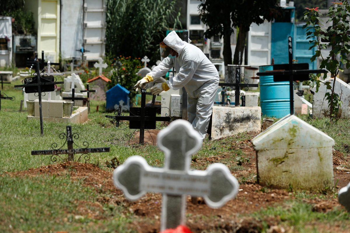 Municipalidades improvisan acciones en cementerios para enterrar fallecidos por covid-19