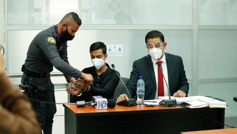 """El periodista Sonny Figueroa Alvarado fue detenido por agente de la PNC, dos días después de haber publicado un reportaje sobre los perfiles del """"Centro de Gobierno"""". (Foto: Hemeroteca PL)"""