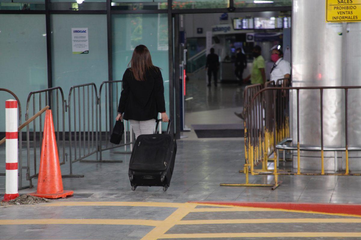 Seis meses después, Aeropuerto La Aurora reabre con protocolos poco claros