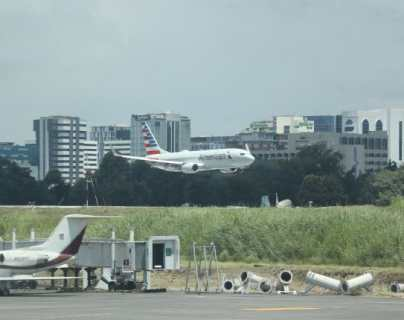 Persisten restricciones para pasajeros provenientes del Reino Unido (y guatemaltecos deben hacer cuarentena)