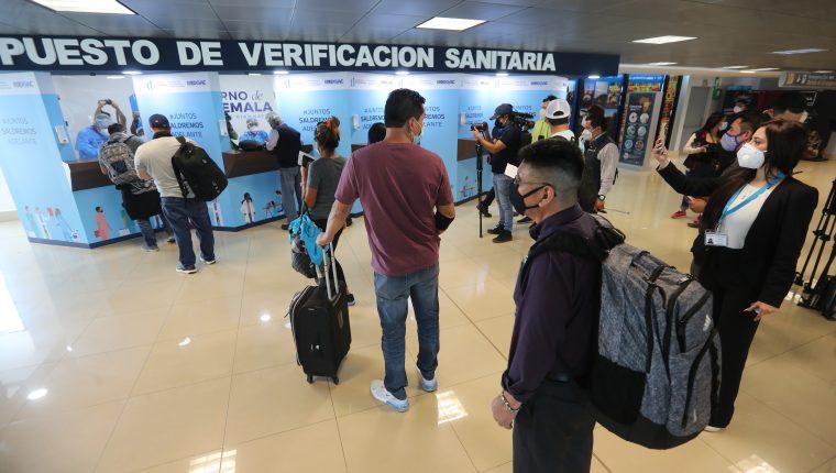 Las buenas noticias de la recuperación económica deben sopesar contra la vulnerabilidad de las remesas ante eventuales nuevas cuarentenas en EE.UU. (Foto Prensa Libre: Érick Ávila)