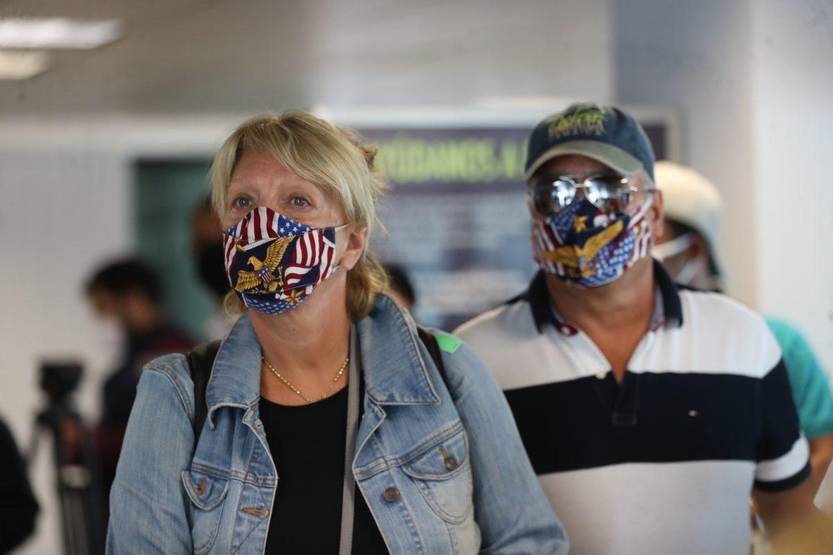Una mujer de 30 años muere de coronavirus en un avión en Estados Unidos