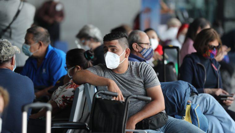 La Dirección General de Aeronáutica Civil y el Ministerio de Salud solicitaran la prueba PCR negativa a todos los pasajeros que arriben al país, se informó este sábado 19 de septiembre. (Foto Prensa Libre: Érick Ávila)