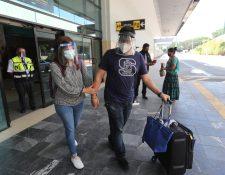 Viajeros en la reapertura del Aeropuerto La Aurora en septiembre pasado. (Foto Prensa Libre: HemerotecaPL)
