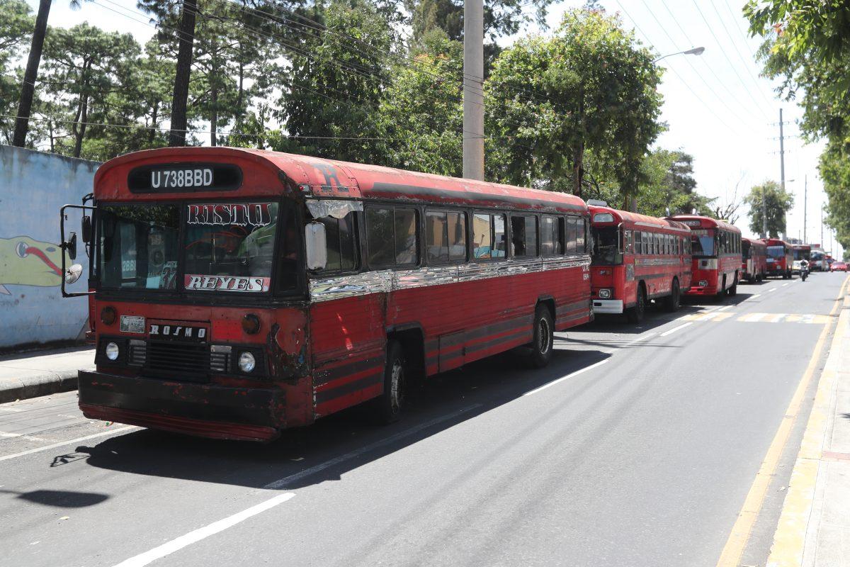 Incremento al pasaje en los buses rojos dependerá de aporte económico de Q70 millones