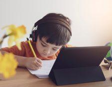 La forma de educar cambió con la llegada del covid-19. (Foto Prensa Libre: Shutterstock)