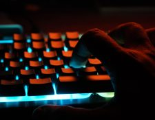Internet ha llegado a resignificar la idea de un comercio. (Foto Prensa Libre: Unsplash)