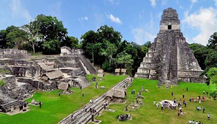 Uno de los sitios arqueológicos más conocidos en Petén, es Tikal, pero hay varios que se pueden visitar. (Foto, Prensa Libre: Hemeroteca PL).