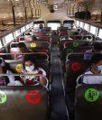 Buses del transporte extraurbano de la ruta de occidente participaron en el ensayo para reapertura el sábado. (Foto, Prensa Libre: Esbin García).