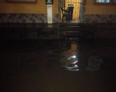La Conred evalúa los daños en viviendas de Tecún Umán, San Marcos. (Foto Prensa Libre: Conred)