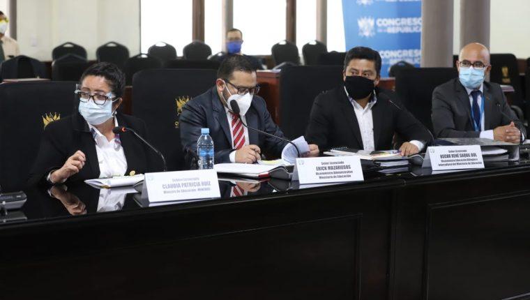 Un equipo del Ministerio de Educación, encabezado por la ministra Claudia Ruíz, justificó sus necesidades económicas de 2021 ante diputados. Fotografía: Congreso.