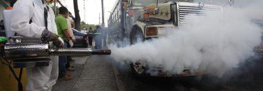 El ministerio de Salud, junto a la Municipalidad de Guatemala y la Dirección General de Transporte llevaron a cabo un ensayo de verificación a las unidades del transporte extraurbano que funcionarán con los nuevos protocolos de salud. (Foto Prensa Libre: Noé Medina)
