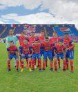 El equipo de Quetzaltenango celebró el triunfo contra Iztapa. (Foto Prensa Libre: Cortesía Xelajú MC)