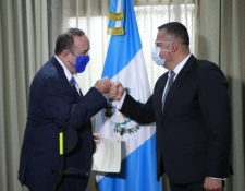 Presidente Alejandro Giammattei toma el juramento de Felipe Aguilar, nuevo ministro de Cultura. (Foto Prensa Libre: Hemeroteca PL)