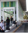 El transporte público es una de las actividades que aún no se ha reactivado al 100 por ciento. (Foto Prensa Libre: Hemeroteca)