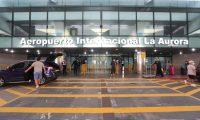 Segundo d'a de reapertura del Aeropuerto La Aurora registr— poca afluencia de viajeros en la terminal  Fotograf'a. Erick Avila:        19092020
