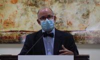 Edwin Asturias, jefe de la Coprecovid, explica los casos de la enfermedad de Kawasaki en Guatemala. (Foto Prensa Libre: Miriam Figueroa)