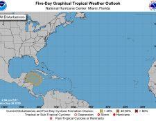 Las autoridades monitorean la formación de un sistema de baja presión en el mar Caribe. (Foto Prensa Libre: Conred)