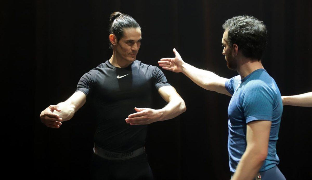 Cavani cambia el futbol por la danza para incentivar a los niños a bailar
