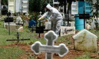 Hugo G‡lvez, trabajador del Cementerio de Mixco, œltimamente se ha dedicado a enterrar a personas que han fallecido de Covid.        Fotograf'a  Esbin Garcia 11- 09-2020