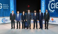 Directivos de la Cámara de Industria y del sector privado participan en la apertura del 15 Congreso Industrial. (Foto Prensa Libre: CIG)