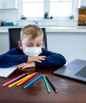 ¿Pueden los padres dejar de llevar al colegio a sus hijos por miedo al COVID-19?