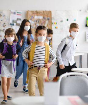 COVID-19: ¿Están asustados los pediatras y epidemiólogos con la vuelta al colegio?