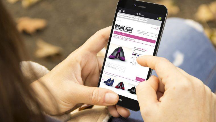 El guatemalteco percibe la experiencia de comprar en línea como una forma de ahorrar tiempo y es sencilla. (Foto Prensa Libre: Shutterstock)