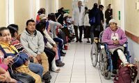La consulta externa del Hospital Roosevelt inicia con sus labores normales, pacientes llegan con la esperanza que los atiendan.   Fotografía. Erick Avila:               05/12/2018