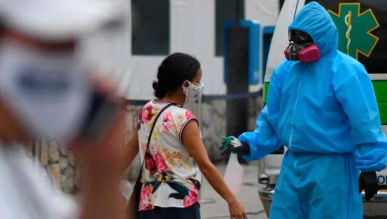 En las últimas horas se efectuaron 2 mil 476 pruebas para detectar contagios de covid-19. (Foto Prensa Libre: Hemeroteca)