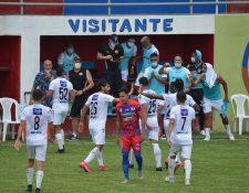 Los jugadores de la Liga Nacional rendirán tributo a Diego Maradona. (Foto Prensa Libre:)